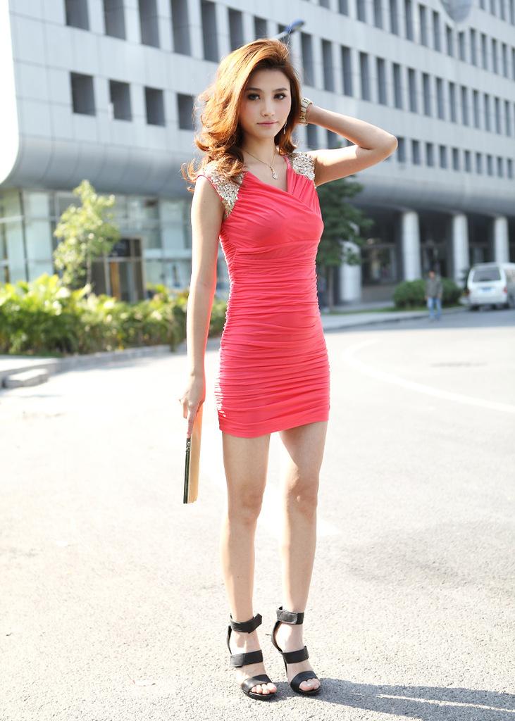 короткое бежевое шифоновое платье